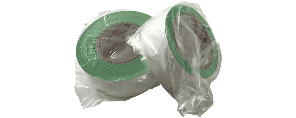 Foto de dos rollos de cinta verde lohman en su funda de plástico
